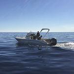 прогулочный катер c подвесным мотором / с центральной консолью / макс. 7 человек / солнечная ванна