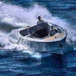 небольшой катер с внутренним мотором / с центральной консолью / традиционный / макс. 9 человек