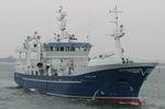 профессиональное рыболовное судно траулер