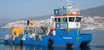 судно против загрязнения / катамаран / с внутренним мотором