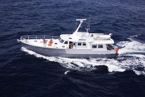 традиционная моторная яхта