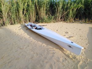 гоночная гребная лодка
