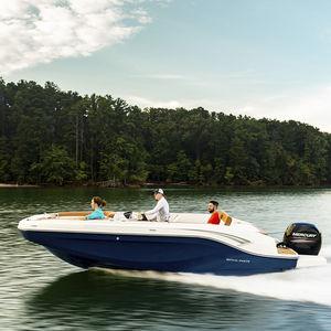 палубная лодка c подвесным мотором / для спортивной рыбалки / вейкборда / для водных лыж
