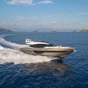 спортивная моторная яхта