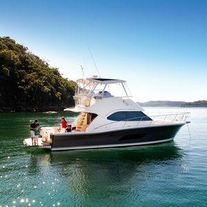 круизная моторная яхта / оффшорная / для спортивной рыбалки / с флайбриджем