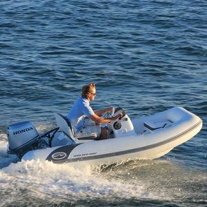 надувная лодка c подвесным мотором / полужесткая / с боковой консолью / макс. 5 человек