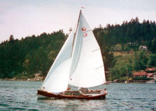 традиционная лодка с веслами