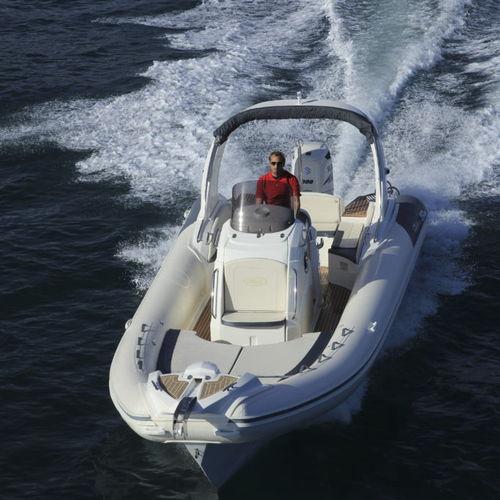 надувная лодка c подвесным мотором / полужесткая / с центральной консолью / макс. 16 человек