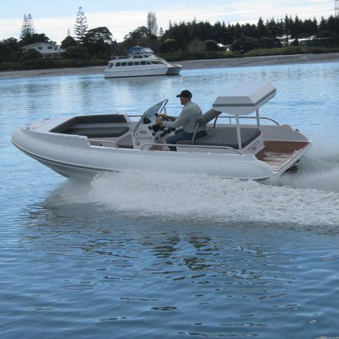 открытый катер с внутренним мотором / вспомогательная шлюпка для яхты