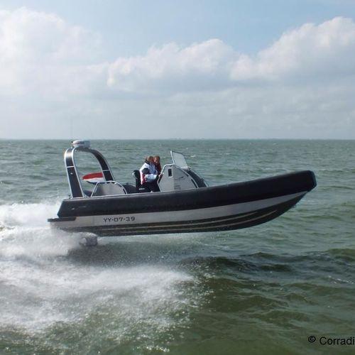 надувная лодка c подвесным мотором / полужесткая / с центральной консолью / из алюминия