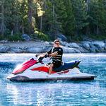 трехместный водный мотоцикл