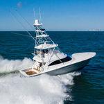 моторная яхта для спортивной рыбалки