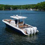 открытый катер c подвесным мотором / трехмоторный / с центральной консолью / для спортивной рыбалки