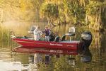 рыбацкая лодка c подвесным мотором