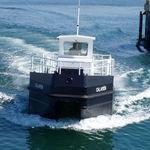 судно для сбора нефтяных разливов / с внутренним мотором