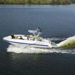палубная лодка с внутренним мотором